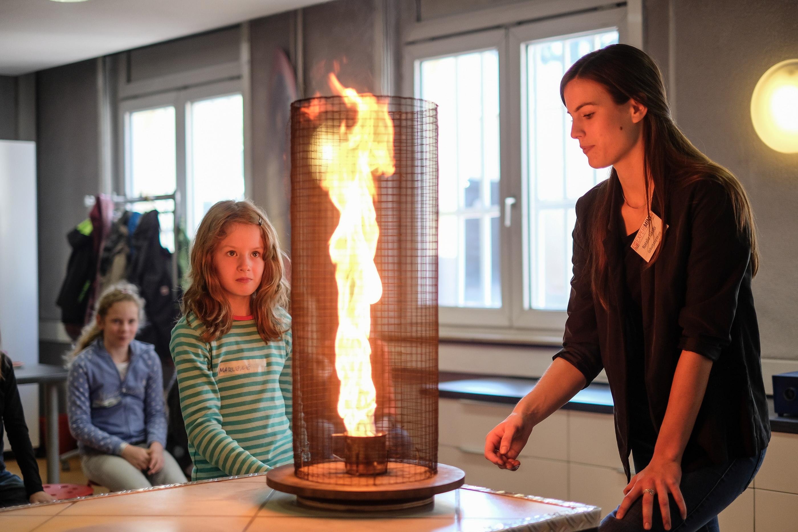 kindergeburtstag in der experiminta frankfurt mamilade. Black Bedroom Furniture Sets. Home Design Ideas