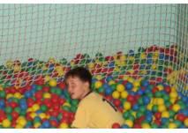 Kind im Bällebad (c) alex grom