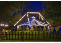 Circuszelt bei Nacht