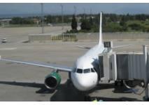 """Flugzeug am """"Finger"""""""