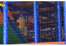 Kletterturm im Indoor-Spielplatz