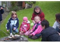 Kinder beim Feiern mit Märchenzauber Rosenrot