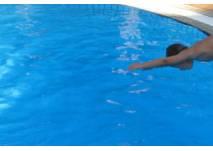 Kopfsprung ins Wasser