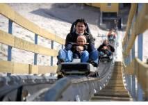 Frau und Kind im Alpin Coaster
