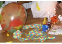 Ballon und Luftschlangen