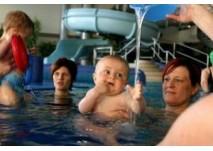 Babyschwimmen im Ottilienbad in Suhl