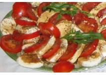 Mozzarella-Tomate mit Basilikum