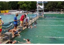 Wasserspaß im Freibad (c) Freibad Schwanseebad in Weimar