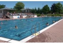 Sport und Spaß genießen im Freibad (c) Familien- und Freizeitbad Stadtroda