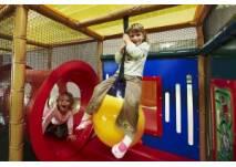 Spielen im Indoorspielplatz in Tann (c) RhönRäuberPark Tann