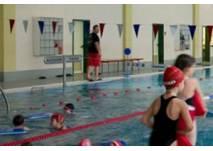Schwimmhalle in Hains Freizeitzentrum