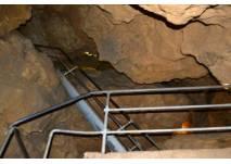 Treppe in die Tiefenhöhle