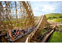 Fahrt mit der Mammut-Achterbahn im Erlebnispark Tripsdrill