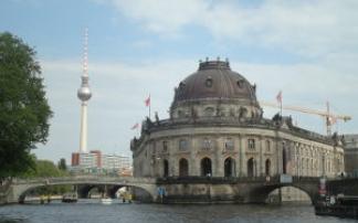 Per Schiff durch die historische Mitte von Berlin