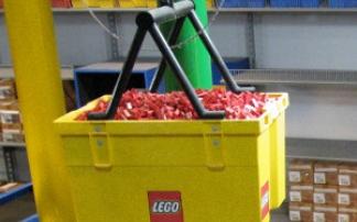 Eine ganze Kiste Legosteine