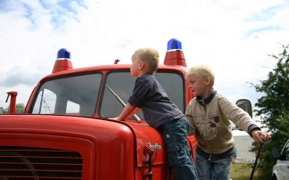 Kinder bei der Feuerwehr