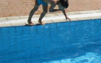 """""""Nase zu"""" beim Sprung ins Wasser"""