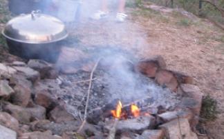 Offenes Lagerfeuer beim Kindergeburtstag
