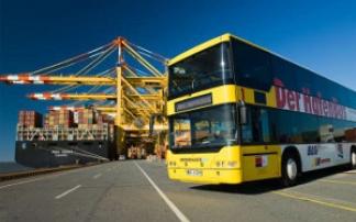 Hafenbus am Containerhafen in Bremerhaven