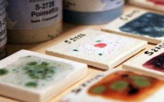 Farbenspiel in der Keramikwerkstatt (c) pottery art cafe in Köln