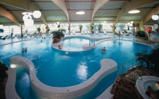 Großzügiges Becken für Nichtschwimmer im Schwimmbad in Göttingen