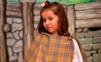 Mädchen als Keltin verkleidet