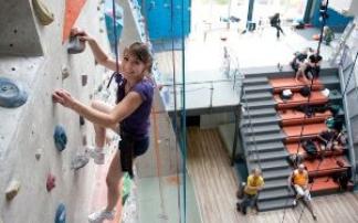 Kletterausrüstung Aachen : Die kletterhalle tivoli in aachen mamilade ausflugsziele