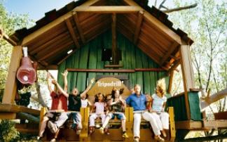 Familie auf dem Donnerbalken im Erlebnispark Tripsdrill
