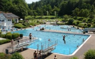 Waldschwimmbad in Eisenberg