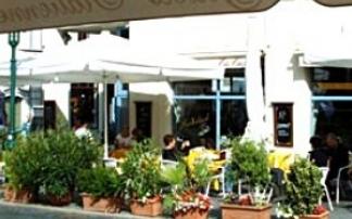 "Eis-Café  ""Dolomiti"" in Weimar"
