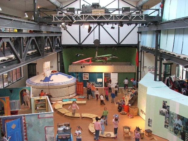 """Erlebnisausstellung """"Ganz weit weg - und doch so nah!"""" im Labyrinth Kindermuseum in Berlin"""