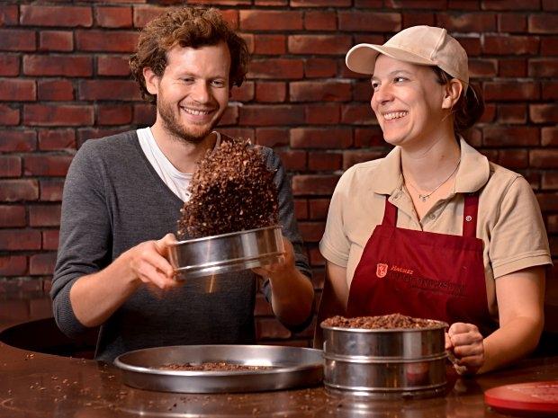 Chocoversum Hamburg - Sieben von gerösteten Kakaobohnen