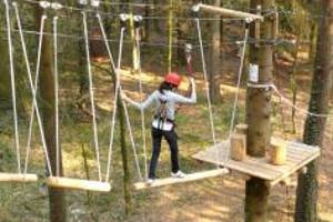 Kind an Swinging Beams im kraxelmaxel in Aurich