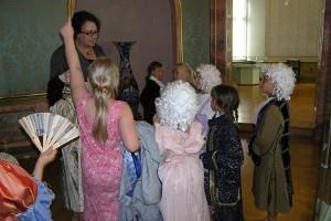 Verkleidete Kinder beim Barockgeburtstag im Museum Schloss Ettlingen
