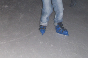 Kind beim Eislaufen - Beine