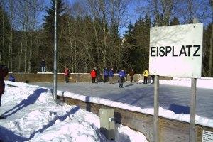 Eisfläche in Bischofsgrün (c) Kur- und Tourist Info Bischofsgrün