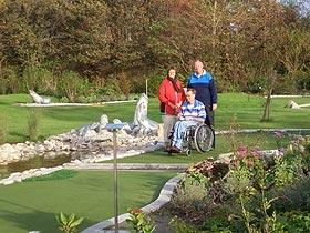 Familie im Abenteuer-Golfpark Norddeich