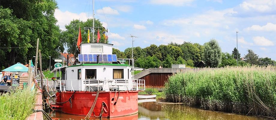 Theaterschiff Batavia-Wedel