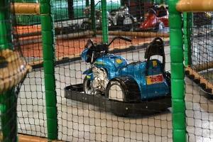 Motorrad auf dem Indoor-Spielplatz