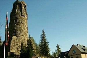 Aussichtsturm und Garteneisenbahnen auf dem Kuhberg