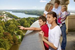 Kinder auf der Kuppel im Neuen Rathaus Hannover