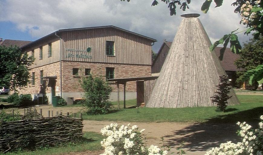 Waldmuseum Lütt Holthus in Lüttenhagen