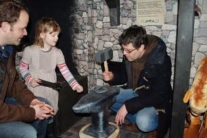 Schmied am Amboss MachMitMuseum Aurich