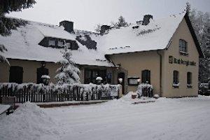 Gaststätte Kuhbergbaude Netzschkau im Winter (c) Gaststätte Kuhbergbaude Netzschkau