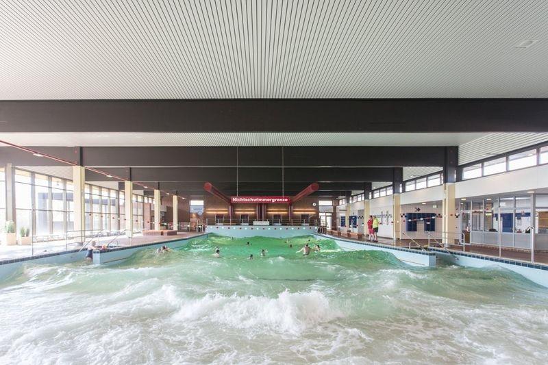 Meerwasser-Hallen-Wellenbad in Hooksiel