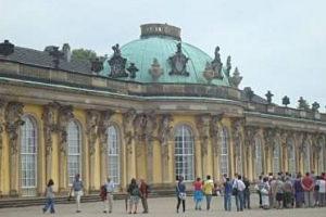 Schloss und Park Sanssouci in Potsdam