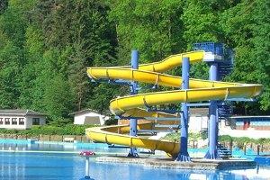 Die Rutsche im Waldschwimmbad (c) Waldschwimmbad Rastenberg