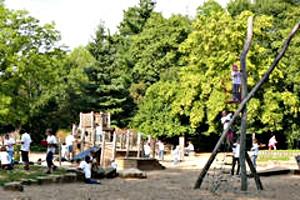 Spielangebot auf dem Spielplatz Französischer Garten in Celle