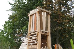 Kletterturm aus Holz