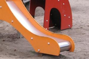 Rutsche auf Spielplatz - Hansaring Oldenburg